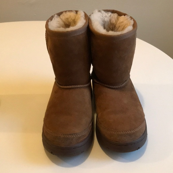 fefefac654 Thick sole ugh short ugg boots. M 5be057d09fe486b0a0a57b26